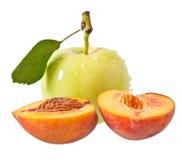 Apple e pêssego Imagens de Stock Royalty Free