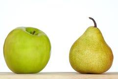 Apple e pera imagem de stock