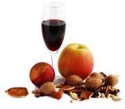 Apple e vinho vermelho Fotografia de Stock Royalty Free