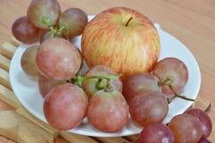 Apple ed uva rossa Fotografie Stock