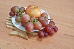 Apple ed uva rossa Immagine Stock