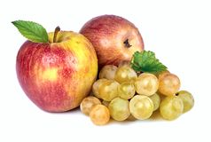 Apple ed uva su fondo bianco Fotografia Stock Libera da Diritti