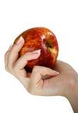 Apple in einer weiblichen Hand Lizenzfreies Stockbild