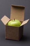 Apple em uma caixa Fotografia de Stock Royalty Free