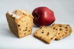 Apple en cake met rozijnen Stock Afbeeldingen