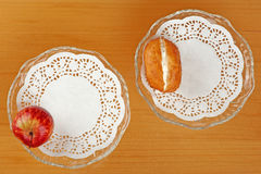 Apple en doughnut Royalty-vrije Stock Afbeeldingen