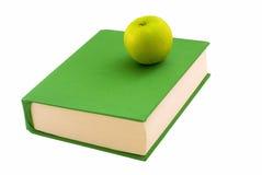 Apple en el libro imagen de archivo libre de regalías