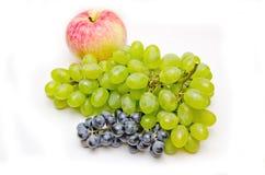 Apple en groen en blauwe druivenborstel Stock Afbeelding