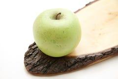 Apple en la madera Foto de archivo libre de regalías