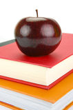 Apple en los libros imagen de archivo libre de regalías
