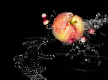 Apple en secuencia del agua Imagen de archivo