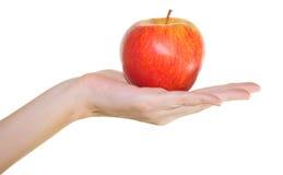 Apple en una palma femenina Foto de archivo