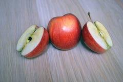 Apple entier et Apple coupé image libre de droits
