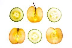 Apple et concombre découpés en tranches Photos libres de droits
