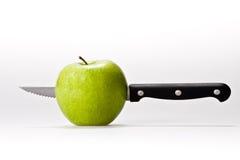 Apple et couteau Photos stock