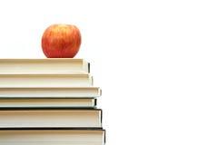 Apple et livres photographie stock libre de droits