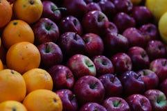 Apple et oranges Photos libres de droits