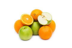 Apple et oranges d'isolement Photos stock