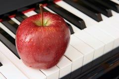Apple et piano Image libre de droits