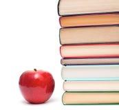 Apple et pile de livres Image libre de droits