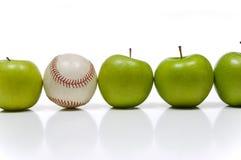Apple et un base-ball images stock