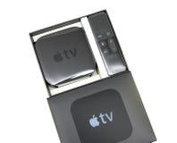Apple Fernsehmediengerät lokalisiert auf Weiß stockfotos