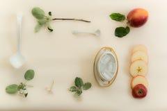 Apple floresce em um fundo branco Imagem de Stock Royalty Free