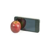 Apple fruttifica e Smart Phone isolato su bianco Immagini Stock