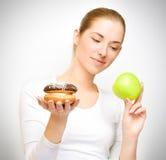 Apple gegen Kuchen Stockfotografie