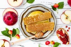 Apple, granada y miel, comida tradicional del Año Nuevo judío - Rosh Hashana Copie el fondo del espacio Imágenes de archivo libres de regalías