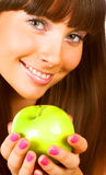 apple green holding woman young Στοκ εικόνα με δικαίωμα ελεύθερης χρήσης