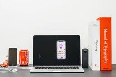 Apple grundtanke med Craig Federighi som introducerar iPhonen X 10 a Arkivfoto