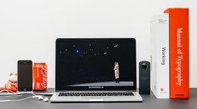 Apple grundtanke med Apple detaljhandelchefen Angela Ahrendts för en reta Royaltyfria Foton