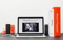 Apple grundtanke med Steve Jobs i minne av Tim Cook, Royaltyfria Bilder