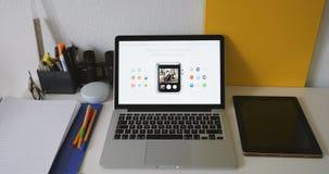 Apple guarda la macchina fotografica Apps video d archivio