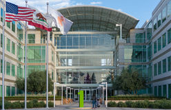 Apple högkvarter på den oändliga öglan i Cupertino Royaltyfri Foto