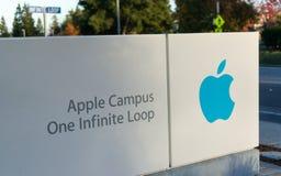 Apple högkvarter på den oändliga öglan i Cupertino Arkivbilder