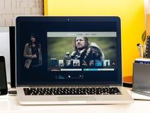 Apple-hoofdgedachte met de recentste Apple-presentatie van TV app Stock Foto