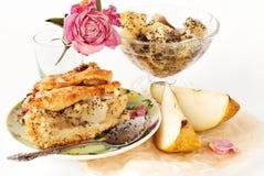 Apple i bonkrety kulebiak z filiżanką herbata i dżem Zdjęcia Royalty Free