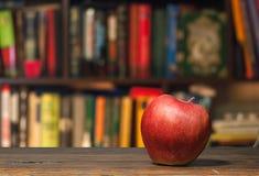 Apple i ett arkiv Royaltyfria Foton