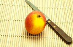 Apple i nóż Fotografia Royalty Free