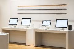 Apple iMac Computers For Sale In Apple Store Stock Photos