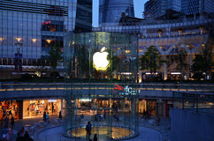 Apple immagazzina con il logo in CBD di Shanghai Immagini Stock Libere da Diritti