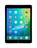 Apple Interliniuje Szarego iPad powietrze 2 z iOS 9, projektującym Apple Inc fotografia royalty free