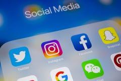Apple iPad με τα εικονίδια των κοινωνικών μέσων facebook, instagram, πειραχτήρι, snapchat εφαρμογή στην οθόνη Κοινωνικά εικονίδια Στοκ φωτογραφίες με δικαίωμα ελεύθερης χρήσης