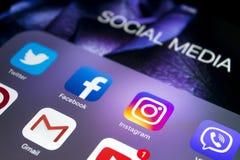 Apple iPad υπέρ με τα εικονίδια των κοινωνικών μέσων στην οθόνη Τρόπος ζωής υπολογιστών ταμπλετών Αρχικά κοινωνικά μέσα app Στοκ Φωτογραφία