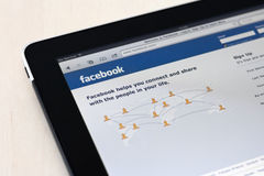 Apple Ipad, das Facebook Anfangsseite zeigt Stockbild