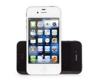 Apple iPhone 4, weißes und Schwarzes, getrennt Lizenzfreie Stockfotos