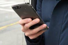 APPLE IPHONE ANVÄNDARE I KÖPENHAMNEN DANMARK arkivfoton