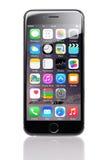 Apple-iPhone 6 mit verschiedenen Anwendungen auf Homescreen Lizenzfreies Stockfoto